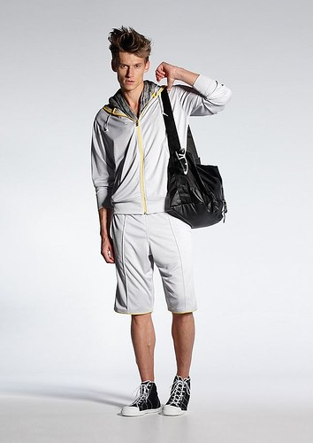 UNIQLO 0386 2010 summer_Michael Crossley