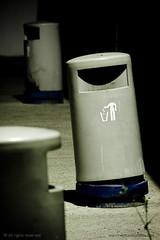 S responsable... (Nestor@INEDITT) Tags: headless night trash noche bin basura nocturna trashbin papelera tro limpieza sincabeza sresponsable
