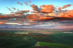 oh boy here we go (Vinnyimages) Tags: sunset clouds canon washington hills pacificnorthwest fields canon5d washingtonstate palouse 1740l steptoebutte nwphototours djvinnyspics vinnyimages wwwvinnyimagescom vinnyimagescom