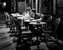 permission de minuit (lachaisetriste) Tags: portrait blackandwhite bw paris couple noiretblanc terrasse nb saintgermaindesprs rue nuit d700 thebestofcengizsqueezeme2groups