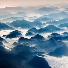 Picos de Europa (Julio López Saguar) Tags: españa mountain airplane landscape spain asturias paisaje avión aereo montañas picosdeeuropa juliolópezsaguar
