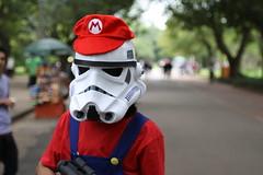 Super Mario Bros (wdroops) Tags: blue canon stormtroopers sp rede 2010 supermariobros fotosdobrasil 10102010 freehugs2010 abraosgratis2010