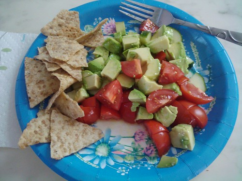 Avocado/tomato/cucumber & chips