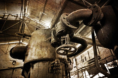 Vanne (Ysalis.net) Tags: urban texture abandoned decay pipe engine rusty abandon urbanexploration 5d exploration rouille urbex urbaine abandonn tuyaux urbanurbex