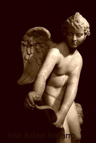 Eros tensando el arco