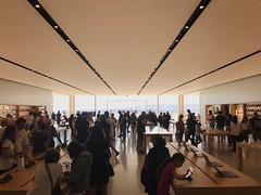 Apple Store de Marseille (Jauss) Tags: sea mer provence applestore marseille
