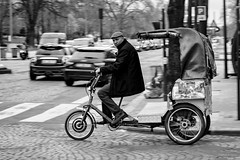 Pedicab in Paris (williamagarcia) Tags: streetphotography france arcdetriomphe 2017 taxi paris bicycle pedicab panning