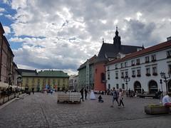 Old Town, Kraków 30.6.17 - 3.7.17 (aoifegray) Tags: krakow poland citycentre city urban architecture oldtown bride groom wedding colour colourfulbuildings rynekgłówny