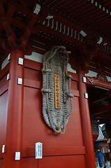 Hōzōmon Giant Sandal - Sensō-ji Temple (Kim Yokota) Tags: asakusa tokyo japan 2017 sensōjitemple buddhisttemple nikond7000 nikonafsnikkor24mmf14ged red gate giantsandal