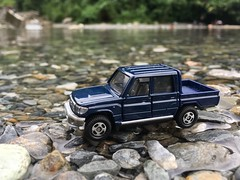 GOYOTA LAND CRUISER @ HUALIEN (BLACK HiKaLi) Tags: river cars hualien taiwan cruiser tomica toyota diecast landcruiser