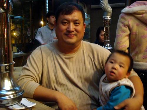 邵老哥與他的小兒子合照