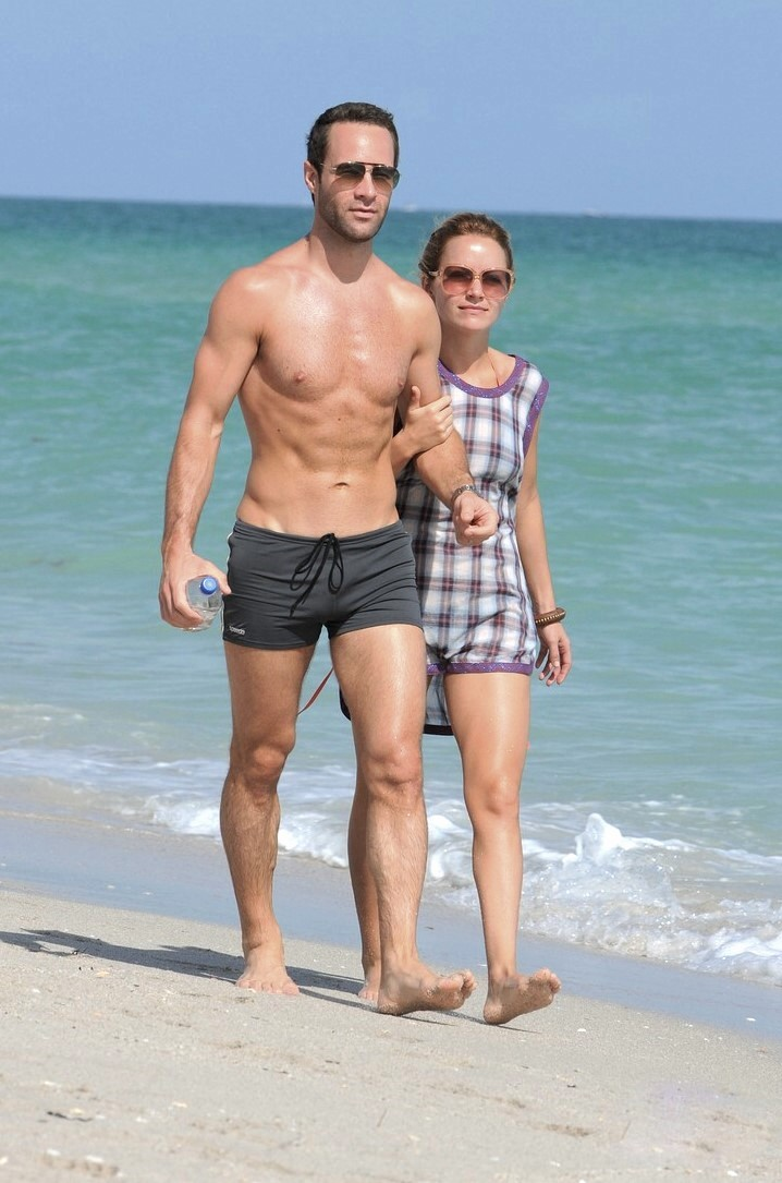 Beach Bulge http://bigbulgehunk.blogspot.com/2009/12/chris-diamantopoulos-bulging-at-beach.html