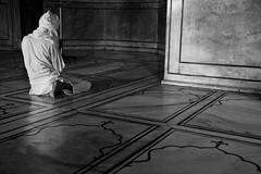 The prayer (Alejandro Castro de la Iglesia) Tags: people india religious mosque masjid sites jama