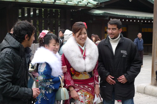 Foreigners taking photos with kimono girls
