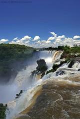 Cataratas del Iguazú. (Lumley_) Tags: water argentina rio brasil puerto agua nikon arboles selva falls bosque cielo nubes tropical cataratas salto vicente 1855mm lumley 2009 foz iguazú cascada rubio d60 caida