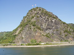 Die Loreley (twiga_swala) Tags: cliff rock germany landmark romantic gorge rhine rhein rhineland roca lorelei felsen rheinlandpfalz promontory loreley
