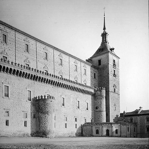 Alcázar de Toledo a finales del siglo XIX. Fotografía de Alexander Lamont Henderson