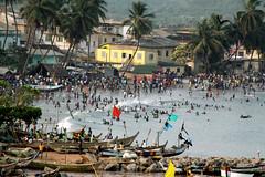 Human Life (Délirante bestiole [la poésie des goupils]) Tags: ocean africa city people house beach water boat seaside atlantic ghana afrique elmina smallcity traditionnal virela gardela virela2 virela3 virela4 virela5 virela6 virela7 virela8 virela9 virela10