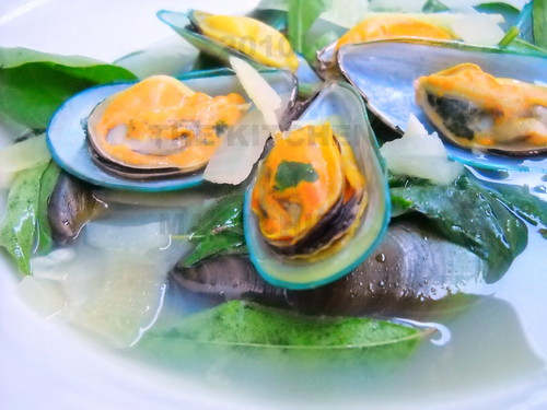 Ginger Mussels Soup With Chili Leaves