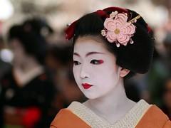 Baikasai 2010 - Maiko Naokazu  (Iniwa) Tags: japan kyoto maiko geiko geisha   baikasai    kamishichiken   naokazu