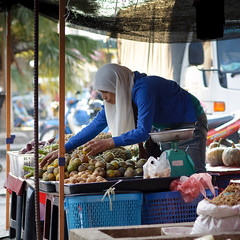 local fruits stall at tamu putatan (1davidstella) Tags: woman fruits pumpkin nikon candid streetphotography 85mm streetportrait stall anchovies kotakinabalu pineapples oranges bazaar nikkor sweetpotato sabah aasia hawker taro tamu hpm mandarins d300 langsat rahima putatan nikonflickraward 4tografie