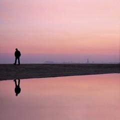 e n t r e 2 m u n d o s (Color-de-la-vida) Tags: pink sea sky water silhouette reflections one mar agua day lagoon minimal explore un cielo reflejo laguna silueta frontpage da ephemeral rosado lambrusco efmero flickrduel  colordelavida aplacebetweentwoworlds   unlugarentredosmundos