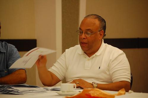 Eliseo Rivera cuenta los votos
