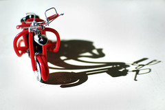 For Who  Vespa (t L) Tags: shadow red closeup 35mm toy nikon vespa nightmarket f18 d80 chm bnthnh tl datphat datphat82