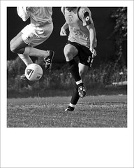 calcio e ballo (kilometro 00) Tags: street urban bw strada foto streetphotography bn biancoenero treviso citt calcio gioco pallone luoghi urbani trevision fotografidistrada