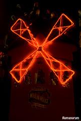 Moulin Rouge (Romanorum (Romano Fotografa)) Tags: espaa luz grancanaria spain rojo nikon fiesta nocturna carnaval d200 canaryislands 2010 islascanarias obturacin