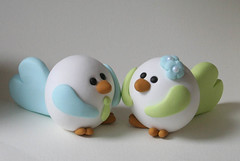 Lovebirds (fliepsiebieps_) Tags: flowers blue wedding boy sculpture cute green bird love girl birdie groom bride aqua handmade fat vogels polymerclay fimo round kawaii figure lovebirds lime caketopper custom figurine collectibles lightgreen bruidstaart taarttopper fliepsiebieps