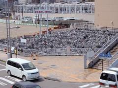 Les vélos rangés à la gare