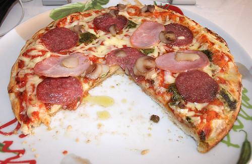 07 - Pizza-angeschnitten