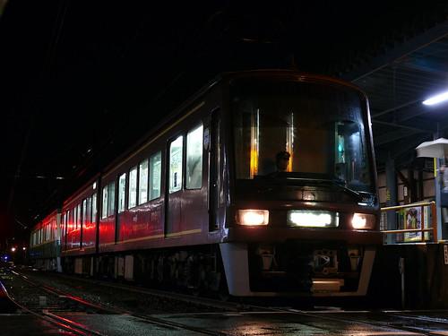 江ノ電2001F+501F稲村ヶ崎行き最終電車@長谷