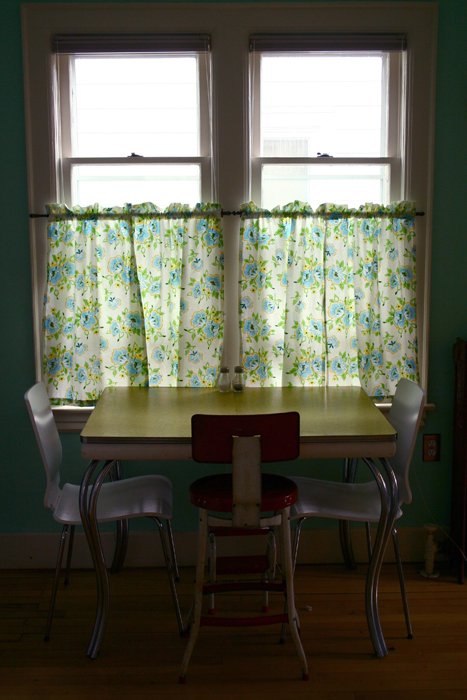 Table & Curtains