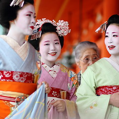 happy / spring / smiles / geisha / eyes / shrine / colour / girl (momoyama) Tags: travel blue portrait people colour girl beautiful beauty smile festival japan canon happy japanese photo spring eyes kyoto shrine asia traditional culture maiko geisha 7d   kimono 2010 ef85mmf18  kimono reisai