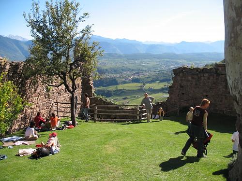 Ausblick vom Burggarten Schloss Hocheppan auf das Überetsch