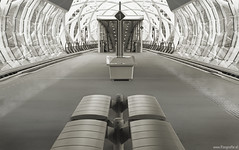 Beatrix (Reografie) Tags: station stairs metro escalator nederland denhaag beatrix spacemuseum roltrap symmetrie trappen sgravenhage randstadrail kwartier beatrixkwartier grijstinten ddd6 nibbie reografie dolledokadonderdag vrijdagdeveertiende pekelkist fceuropoortsymmetrie