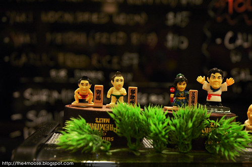Standing Sushi Bar - Figurines
