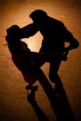 (Mas.Mas.) Tags: argentina silhouette backlight contraluz nikon tango backlit embrace abrazo controluce nikond90 massimomasone contactmeviaflickrmailforhiresfile massimomasone haymilongadeamor estetangoesparavos wwwmasmasphotocom