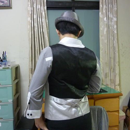 15 戰利品之一,白西裝背心之背面