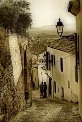 El Albaicn  (Granada) -explore- (ricardestruch) Tags: blanco calle nikon farola andalucia explore granada perspectiva subida albaicn cuesta empedrado bajada callecita tipismo
