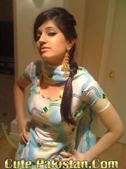 almas (cutepakistan.com) Tags: sexy lovelygirls dubainight beautiofpakistan sexypakistanigirls cutepakistancom