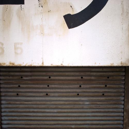 5 Sign Shuttered