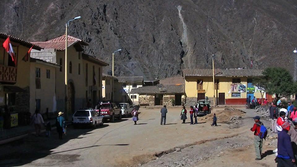 plaza-ollantaytambo