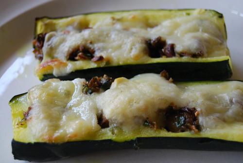 courgette gevuld met olijf en knoflook