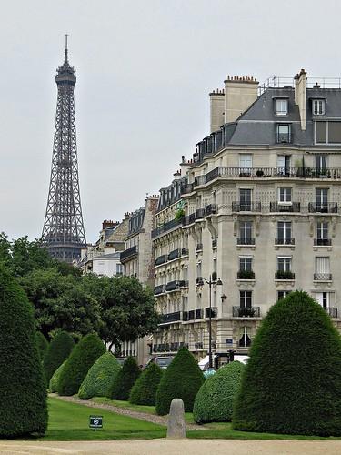 "Tour Eiffel desde la ""Esplanade des Invalides"""