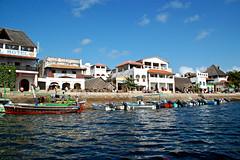 lamu (adudi) Tags: ocean africa people costa ada coast harbor nikon women kenya indian persone porto donne lamu isle isola oceanoindiano shella d40 zanier ultimateshot indianoacen