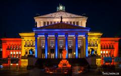 Konzerthaus (Tafelzwerk) Tags: city berlin festival night germany deutschland nikon colorful nacht center illuminated markt festivaloflights dri hdr hdri gendarmenmarkt beleuchtet konzerthaus d3000 nikond3000 tafelzwerk tafelzwerkde