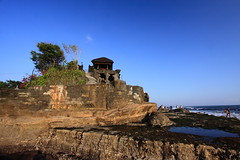 Tanah Lot, Bali, Indonesia 2790 (Traveling Man  Traveling, back soon) Tags: ocean sunset bali tree beach water rock canon indonesia asian island temple asia religion lot tourist sacred hindu hinduism tanahlot tanah canonefs1022mmf3545usm 50d canoneos50d markaveritt